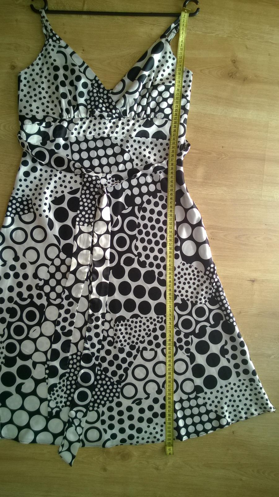 Saténové šaty  - Obrázok č. 4