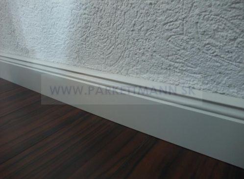 Vysoké biele parketové lišty - Obrázok č. 16