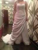 Svatební šaty s vlečkou., 40