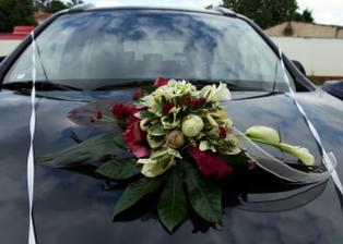 kytice na auto pro nevěstu