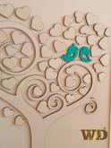 Svadobný strom na otlačky prštekov svadobných hostí, alebo ich podpisy. Svadobný strom označovaný ako aj kniha hostí. Veľkosť 50x70cm - odporúčame pre viac ako 60 hostí Veľkosť 40x55cm - odporúčame do 60 hostí Svadobný strom obsahuje orámovanú tabuľu