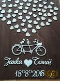 Svadobný bike :) Označovaný aj ako kniha hostí, vaši svadobčania na srdiečka dávajú otlačky alebo sa podpisujú. Svadobný bike je dodávaný celo nalepený.  Odporúčame pre max 60 hostí použiť menší rozmer 40x55cm Pri väčšom počte nad 60 hostí odporúčame