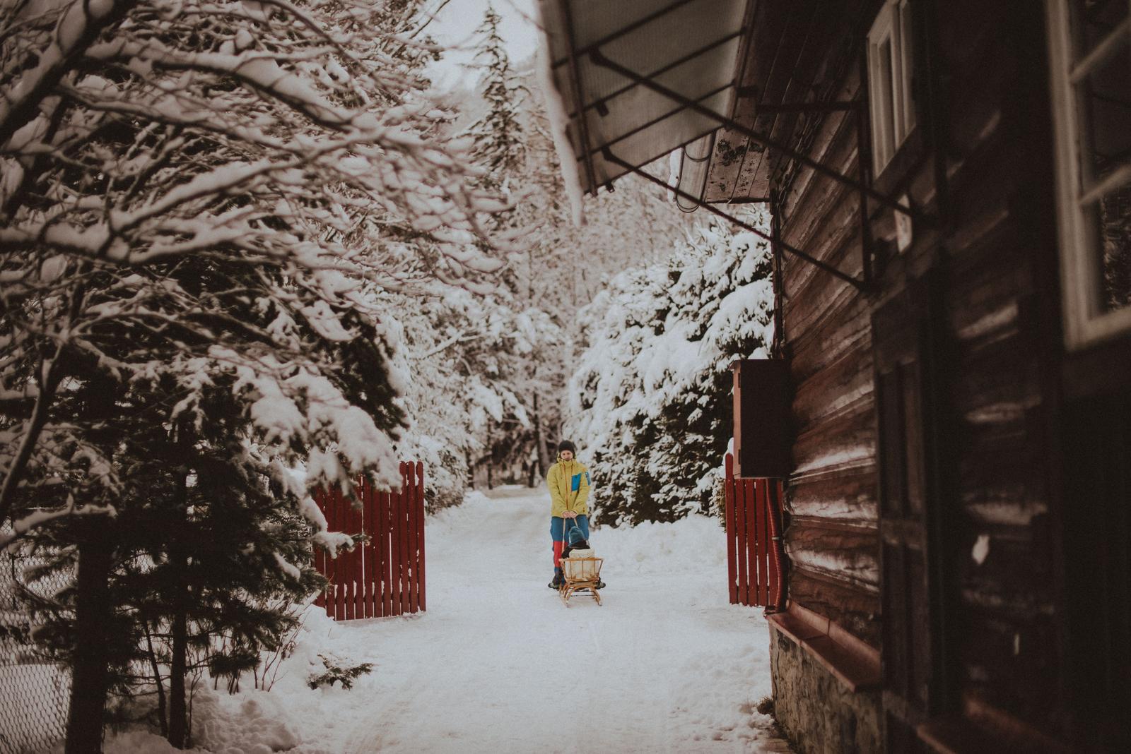 Tatranská zimná svadba - celú rodinu manželovu sme ubytovali hneď vedľa hotela v dvoch penzionoch