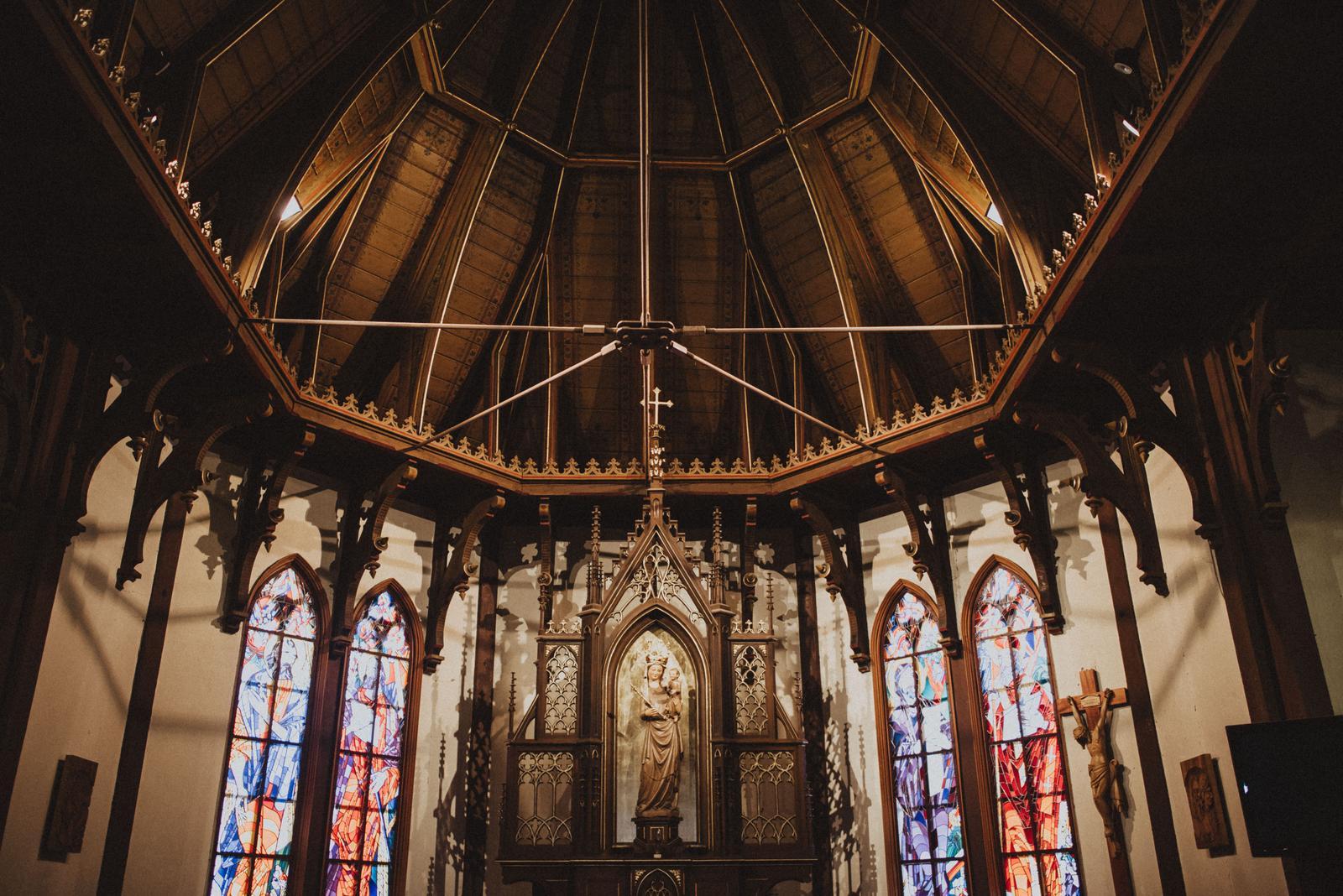 Tatranská zimná svadba - staručký kostol, v ktorom nie je ani kúrenie...tam akoby zastal čas. a my s ním...