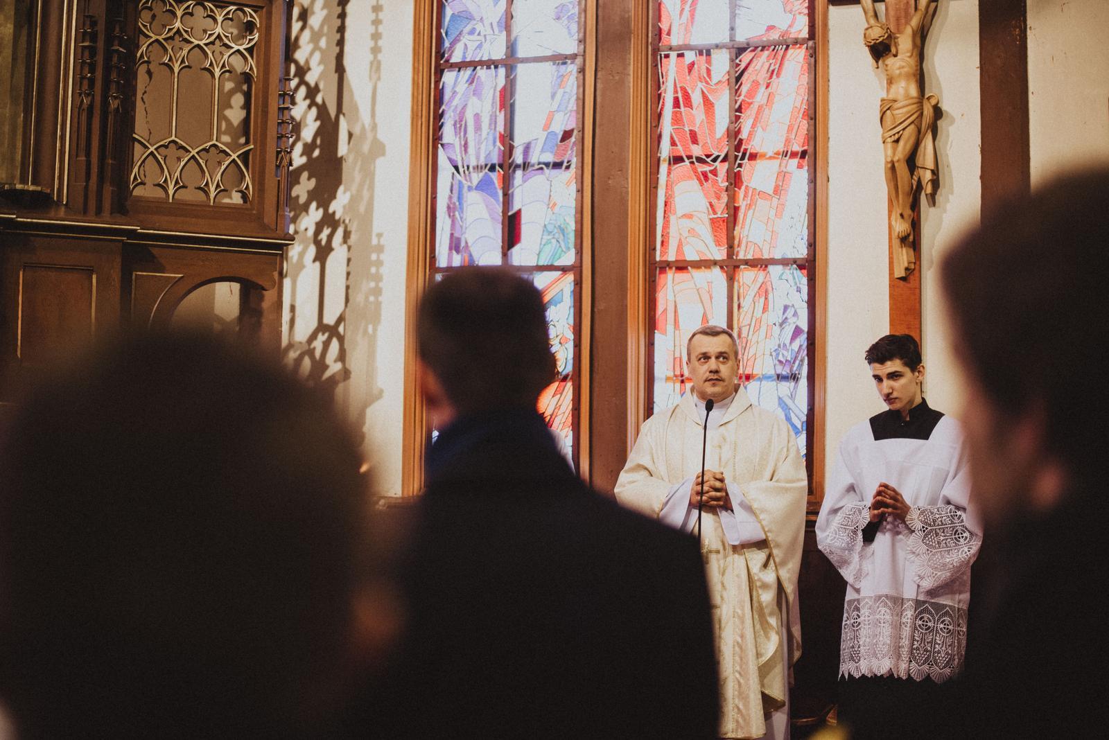 Tatranská zimná svadba - môj najobĺubenejší farár. vďaka nemu som na vieru, po mnohých peripetiách nezanevrela. výnimočný človek.