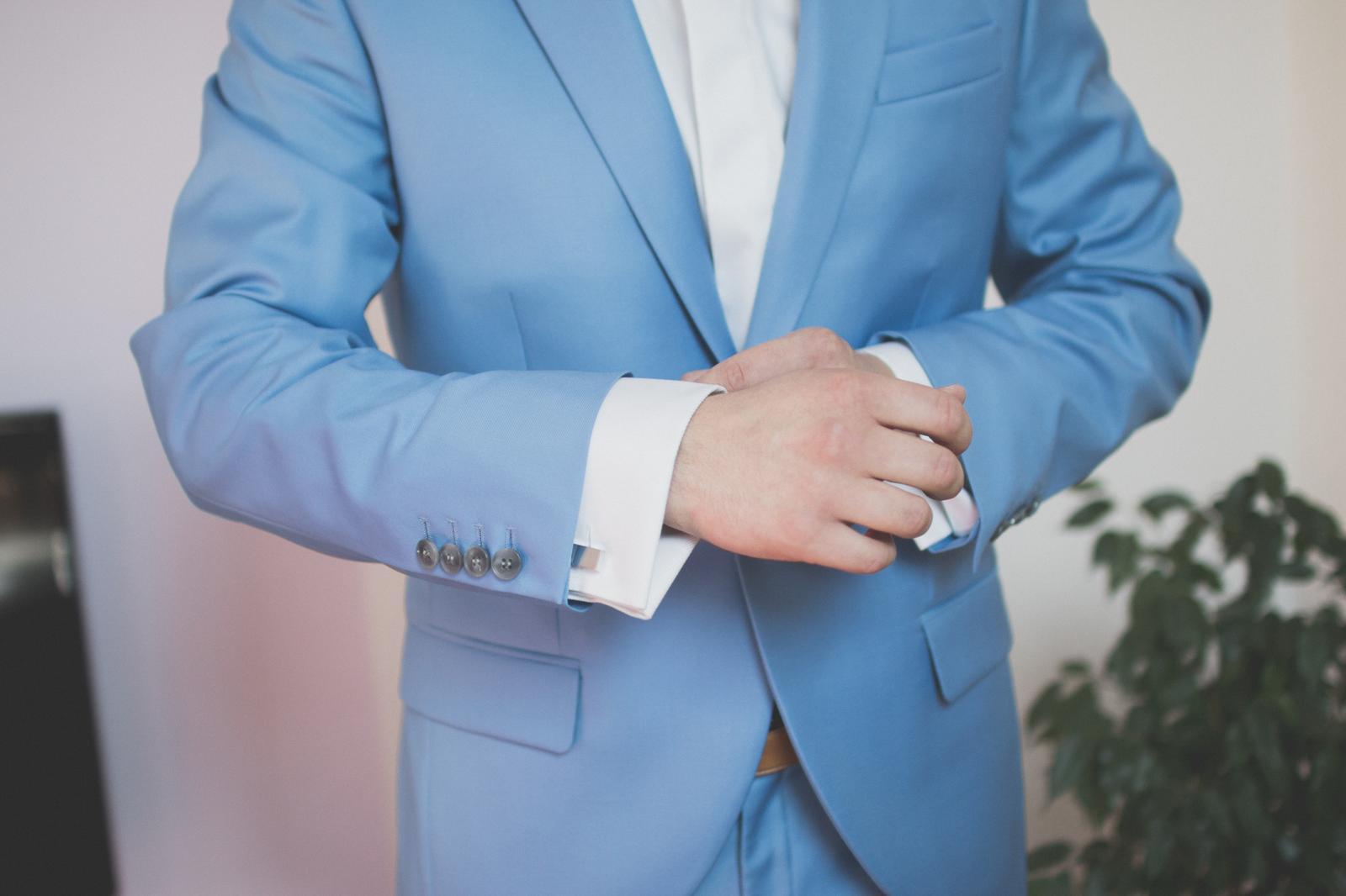 Bledomodry oblek - Obrázok č. 1