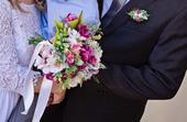 Svatební kytice z umělých Frezii ,
