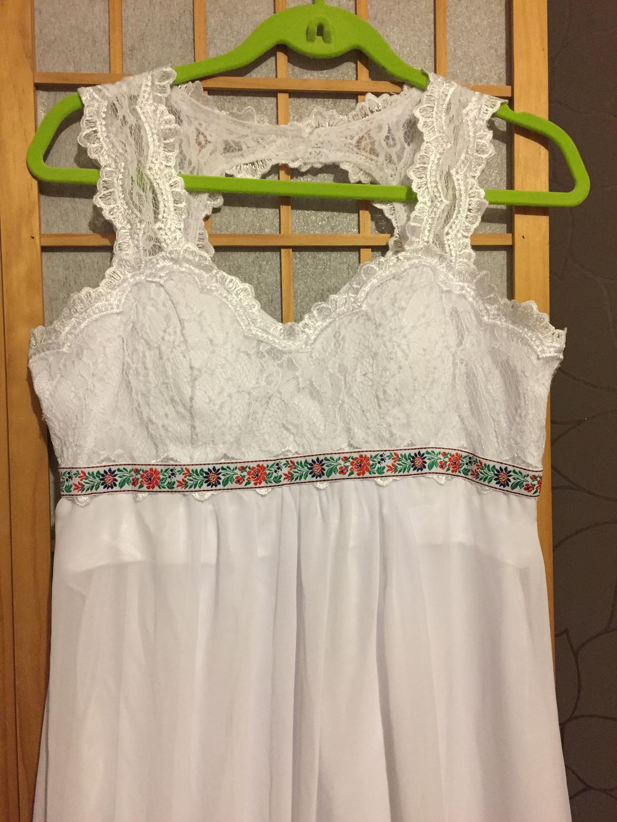 Jednoduché,ľahké svad. šaty s folklórnym detailom - Obrázok č. 1