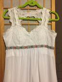 Jednoduché,ľahké svad. šaty s folklórnym detailom, 38