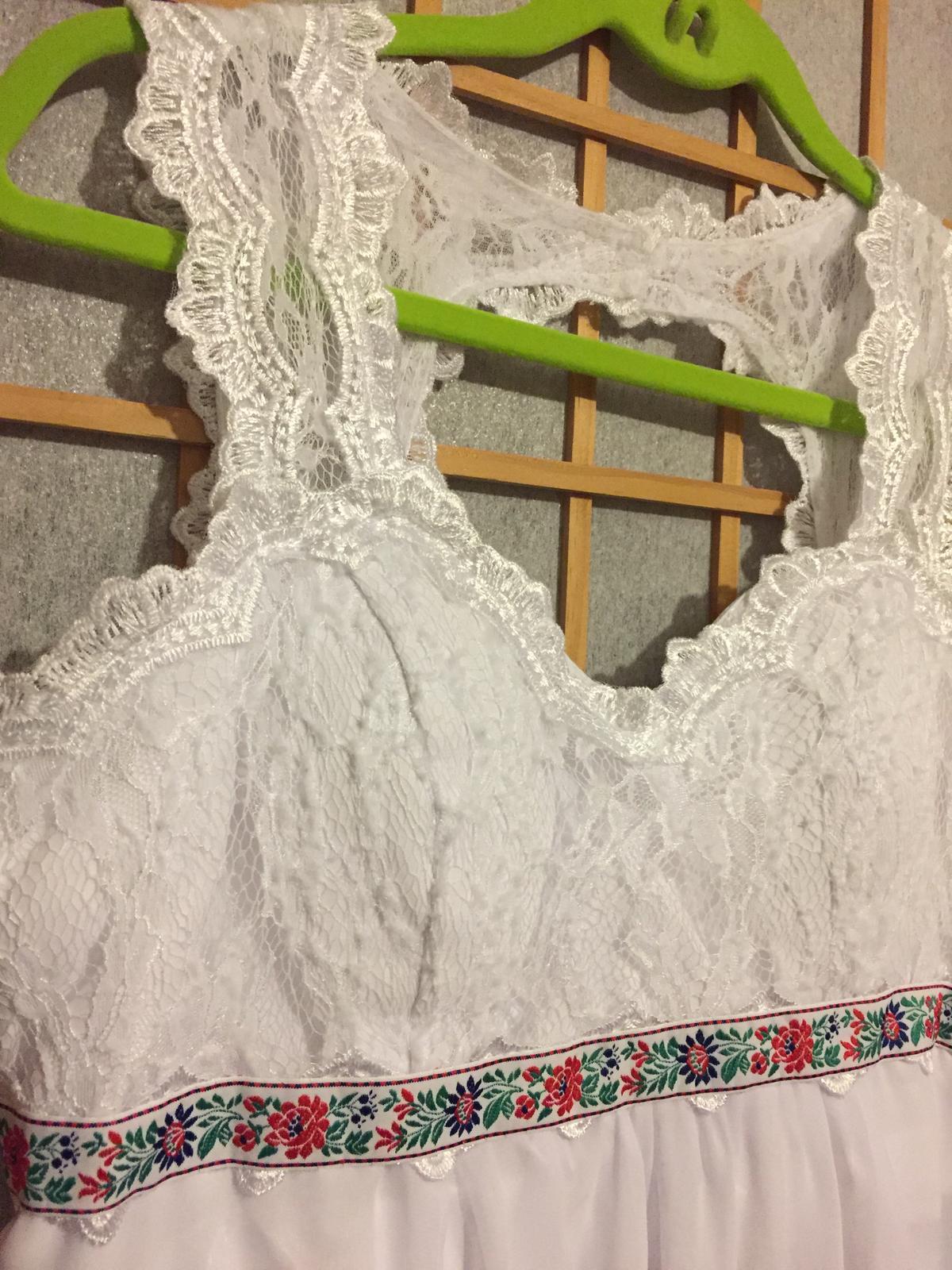 Jednoduché,ľahké svad. šaty s folklórnym detailom - Obrázok č. 2