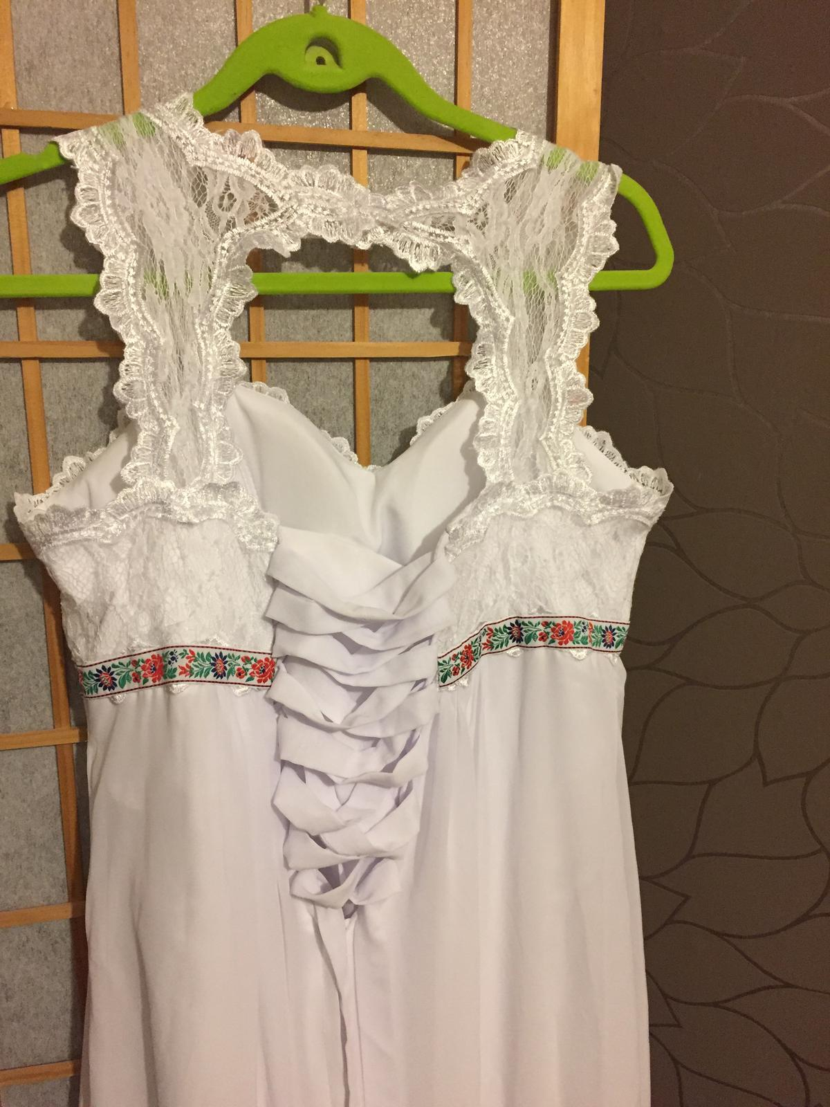 Jednoduché,ľahké svad. šaty s folklórnym detailom - Obrázok č. 4