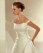 na modelce šaty vypadají skvěle
