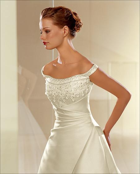 Přípravy pokračují a končí - na modelce šaty vypadají skvěle