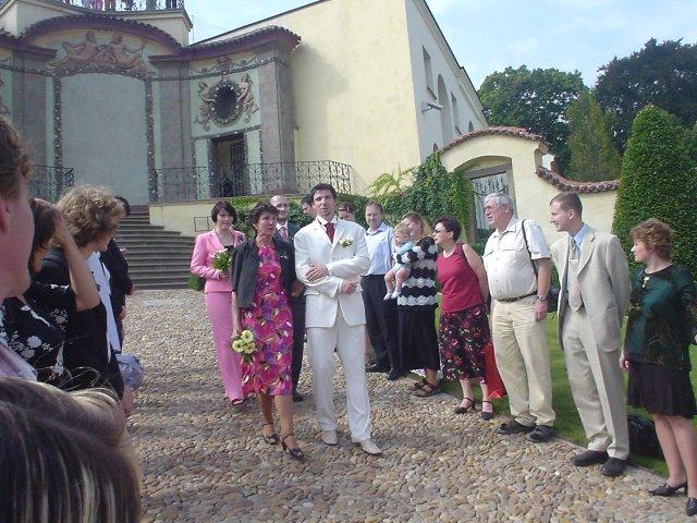 Dráža Černá (Drobek){{_AND_}}Vašek Ibermajer - ženich s maminkou a svědky kráčejí k oltáři, zatím co já jsem schována vpravo nahoře pod andílky s mým mladším bráškou