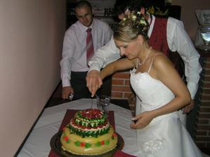 na četné žádosti v IP - přidávám fotku 4patrového medovníku a děkuji Lucce - Nelle za tip na cukrárnu!