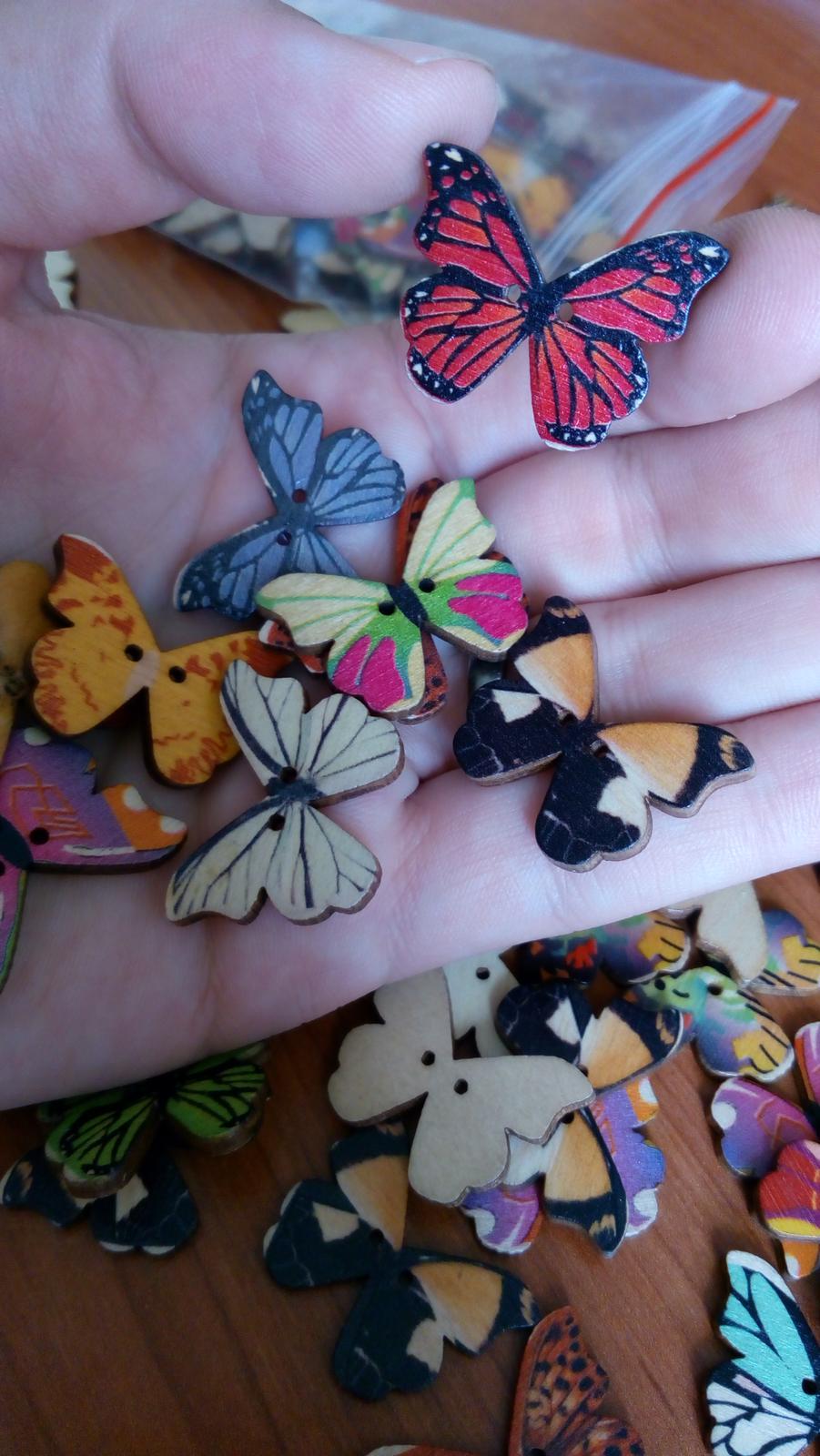 knoflíky motýlci k dekoraci i na vývazky - dřevěný - Obrázek č. 2