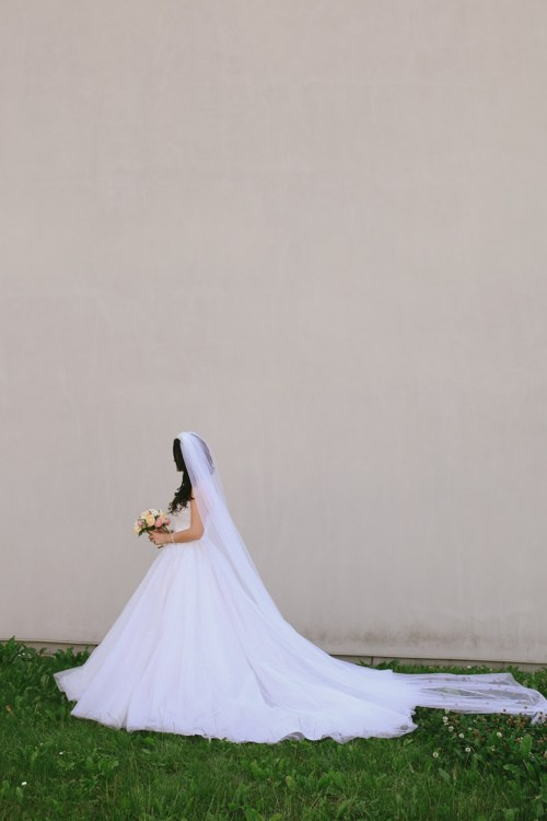 studioleni - Dlouhý, svatební třpytivý závoj, dozdoben ještě perličkami.