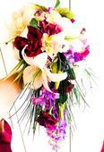 Převislá, svatební kytice a korsáž pro ženicha,