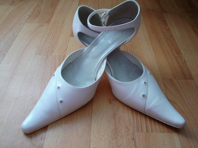 28.10.2006-náš najkrajší dník.. - moje svadobné topánočky..veľmi pohodlné..