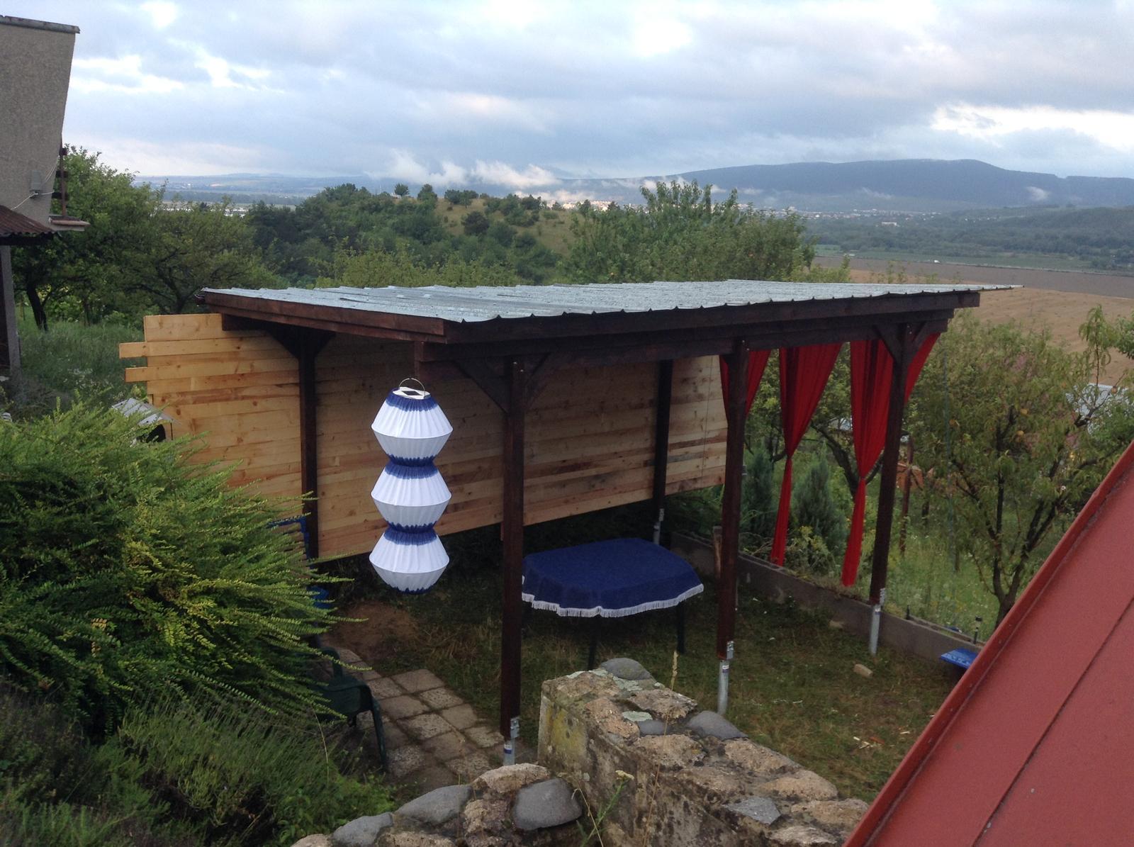 Domček - stavba altánku - celkový pohľad - stav 01.08.2016 ráno