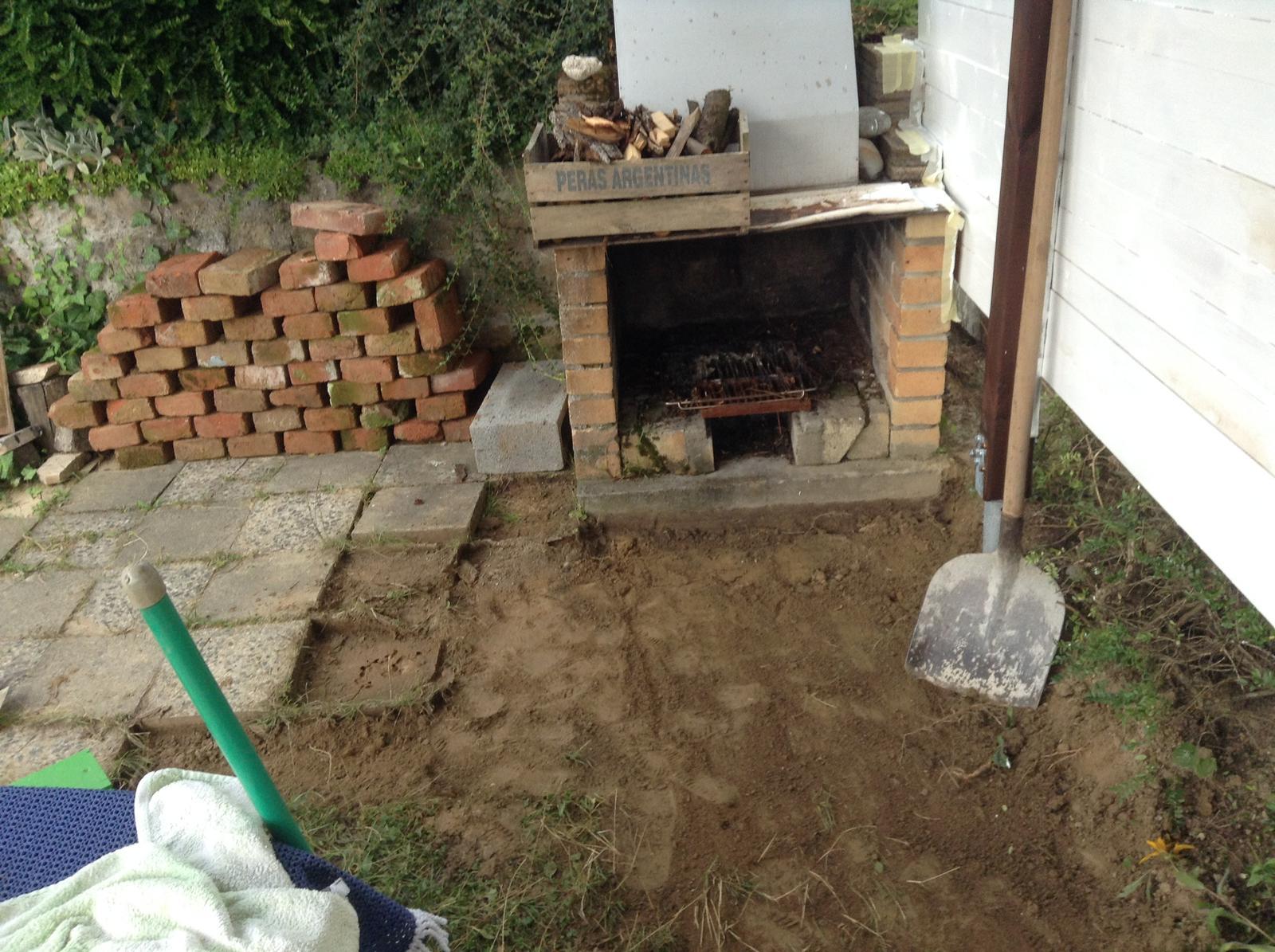Domček - stavba altánku - Začala som robiť na podlahe