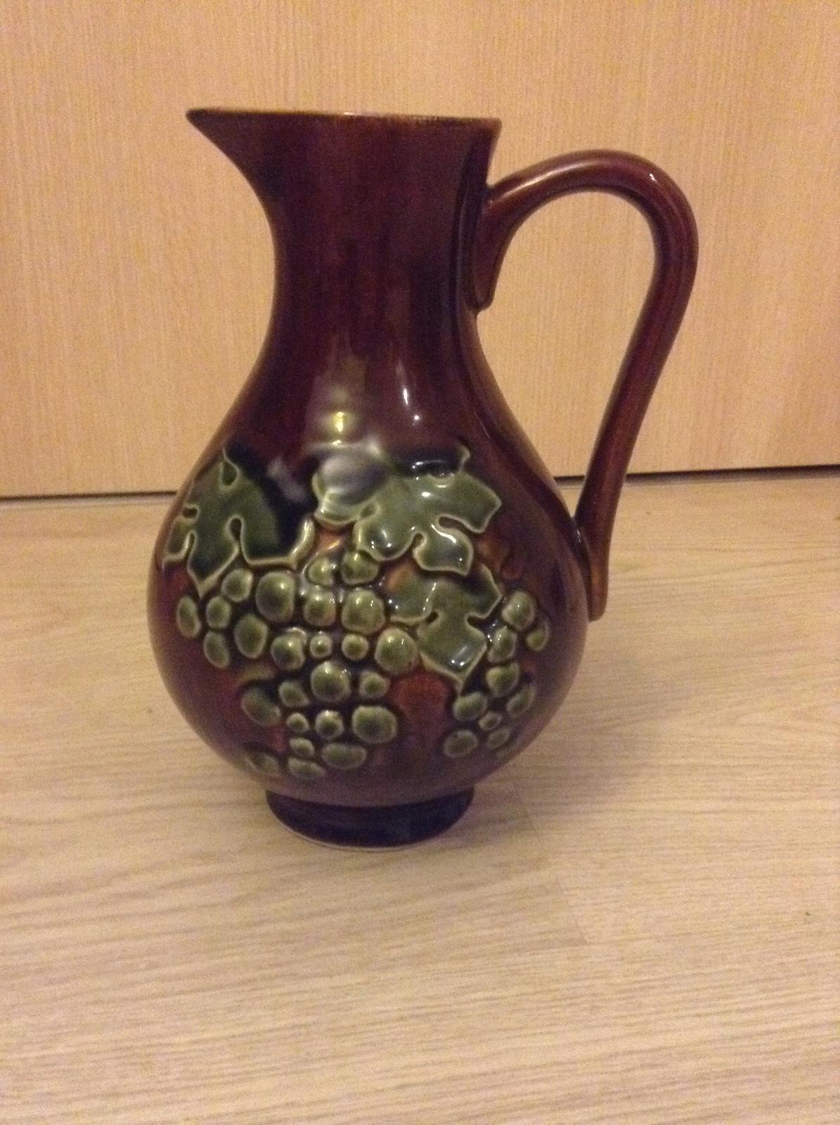 """""""Domček"""" - Včera som sadila vinič, dnes som dostala džbán na víno ;)"""
