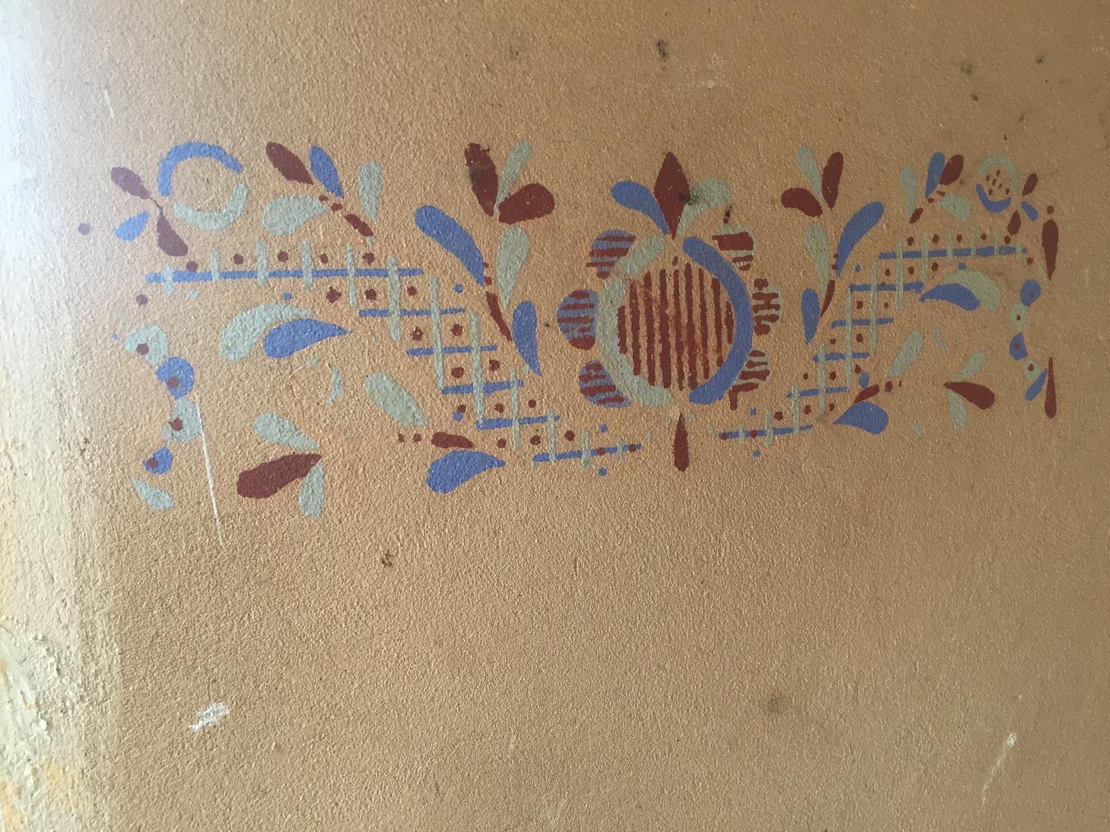 Perníková chalúpka - toto sa zachovalo na jednej bočnej vonkajšej stene domu