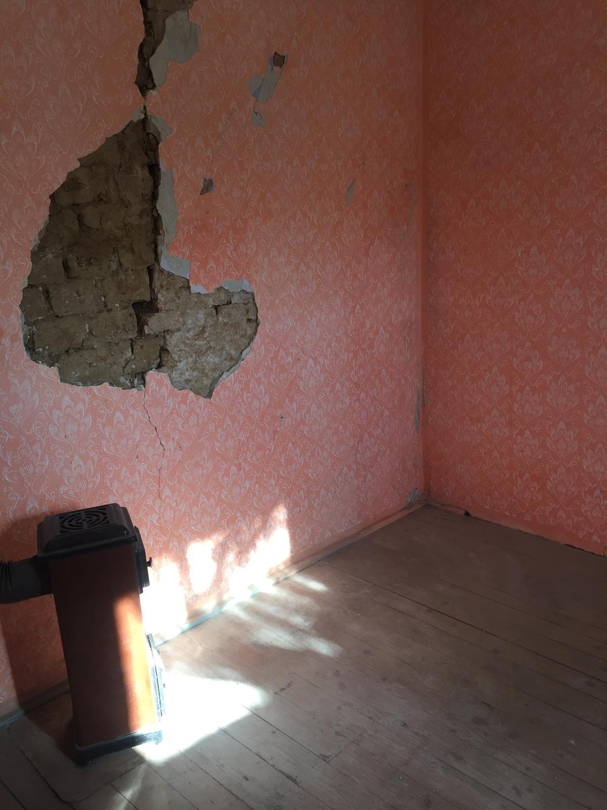 Perníková chalúpka - Jedna izba vyprataná...   Budúca jedáleň.