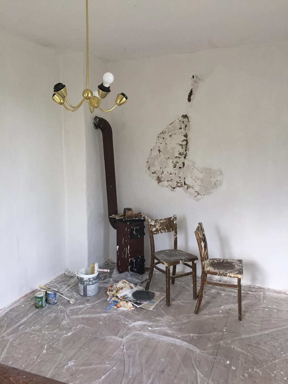 Perníková chalúpka - zatrela som aj nedorobenu stenu, ak sa nastvem tak to prehlasim za umenie a necham to tak ;)