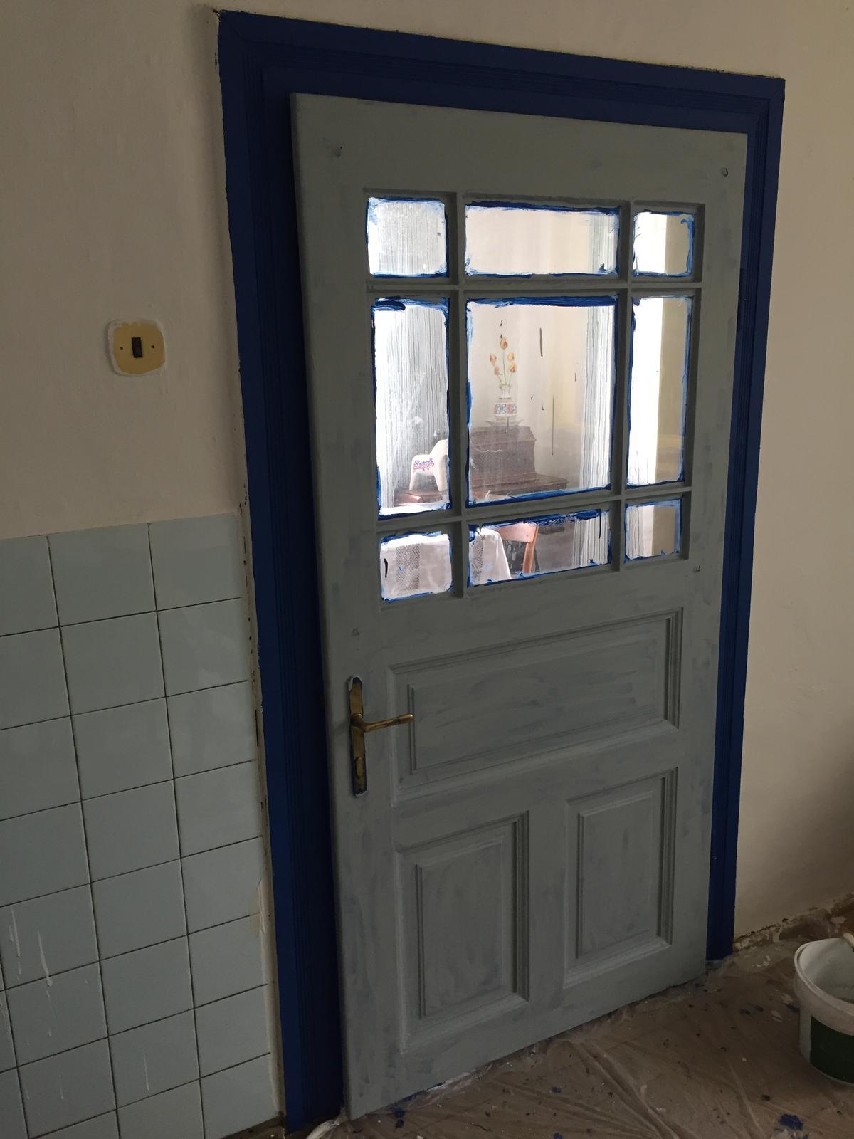 Perníková chalúpka - dvere este v procese...   povodne mali byt modre, ale nebolo to ono tak premaluvam na sedo ;)