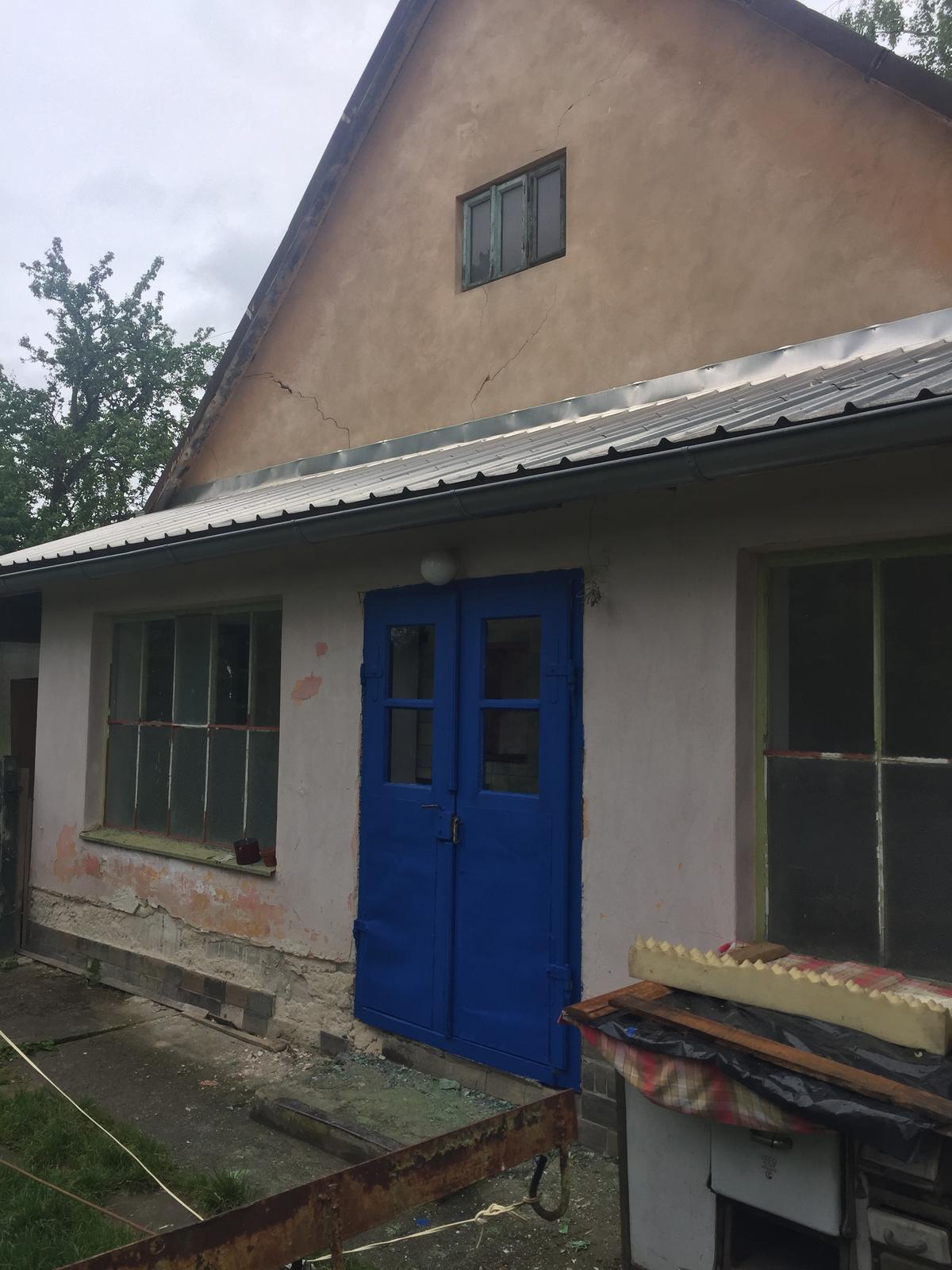 Dom - este natriet okna a fasadu a bude to top ;)