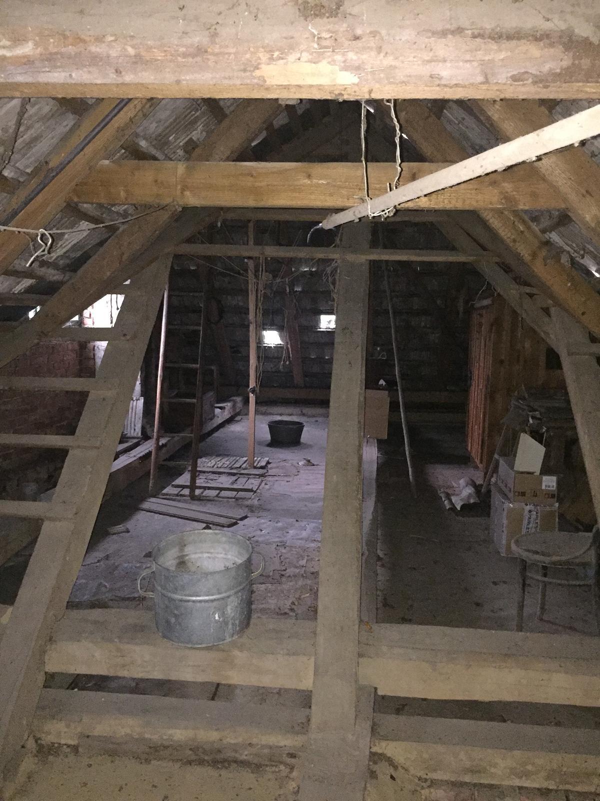 Dom - ...a keď už budem riešiť strechu, niečo vymyslím s podkrovím 😍