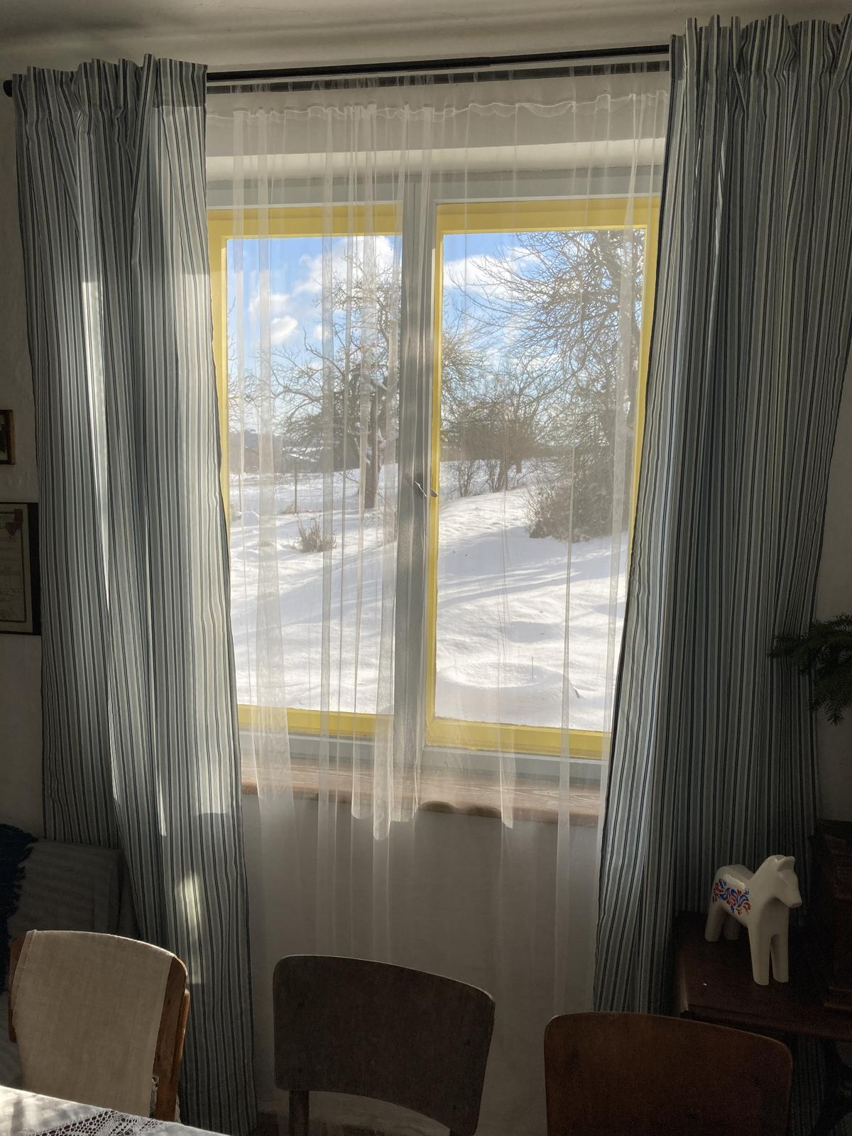 Dom - prvý zasnežený výhľad z okna jedálne 🎄