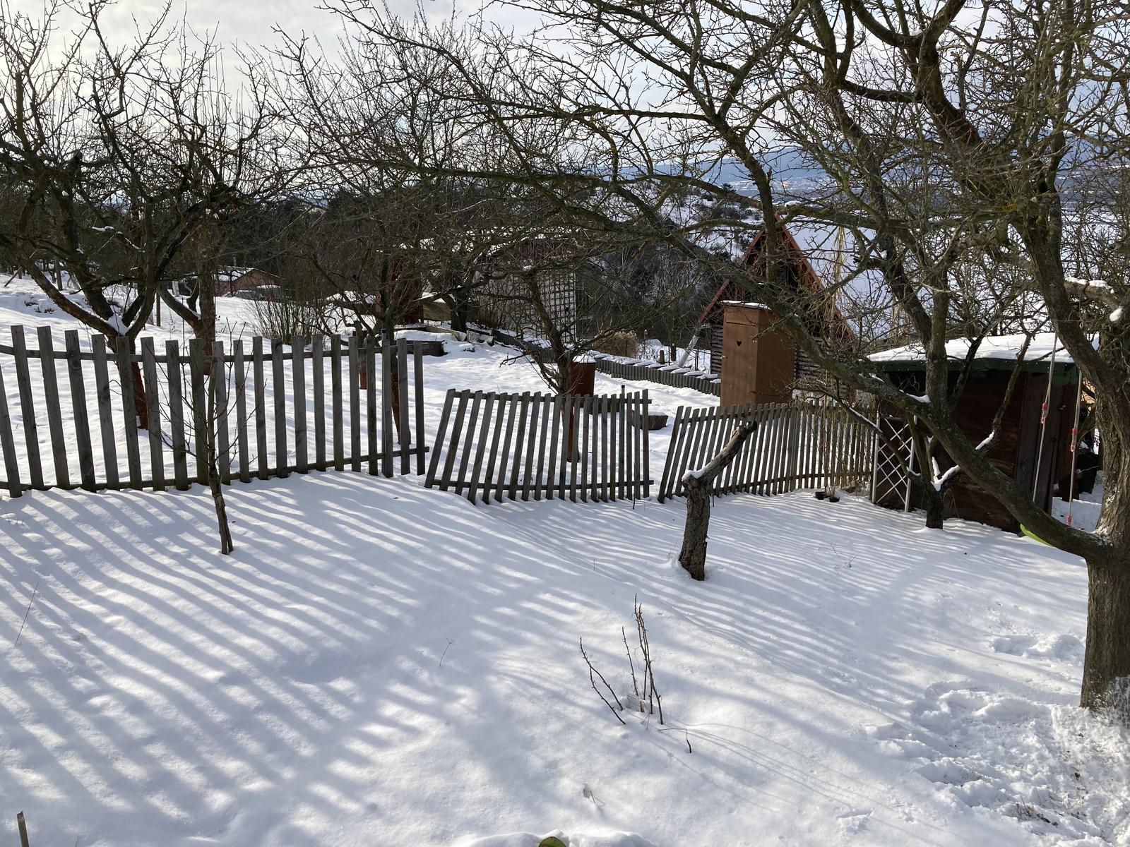 """""""Domček"""" - ..plot nevydrzal, na jar musim opravit.."""