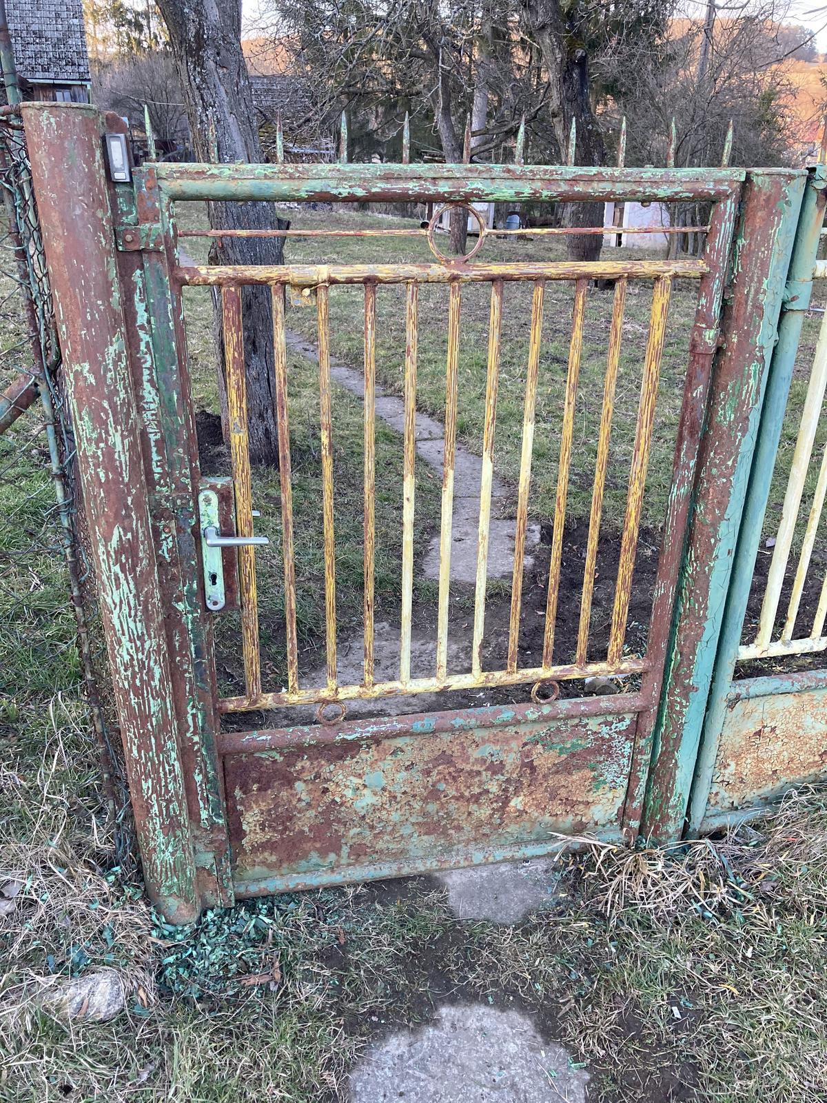 Dom - brána v procese... Je to podstatne väčšia makačka ako som si myslela.. . :(