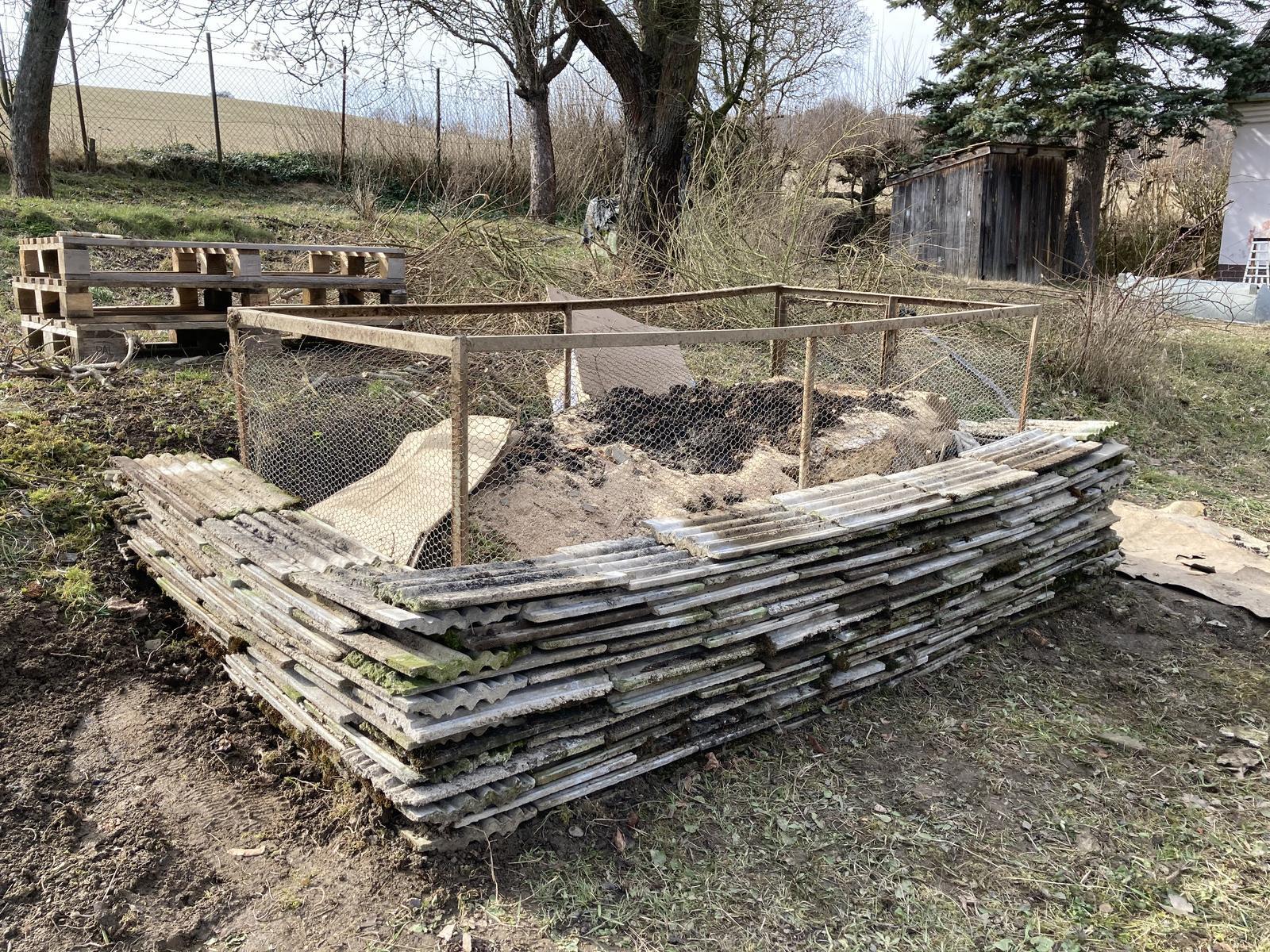 Dom - pokus o vyvyseny zahon