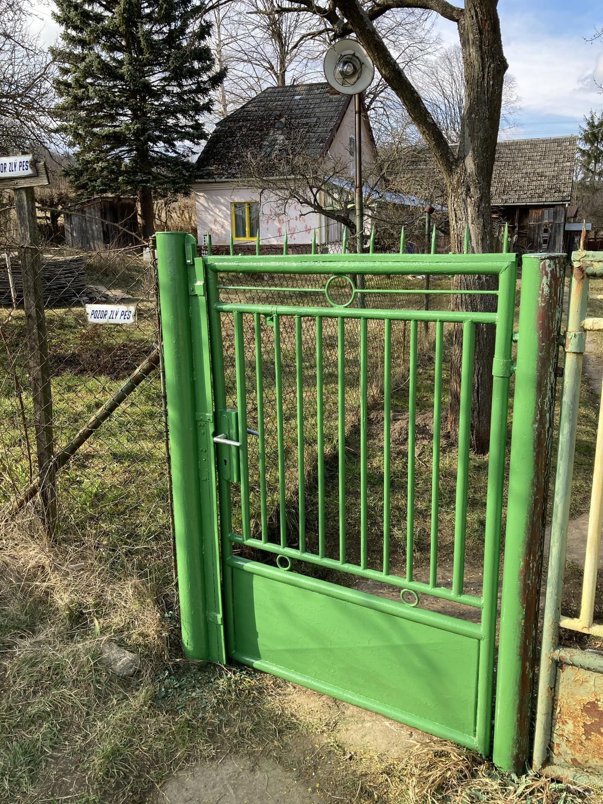 Dom - tá zelená sa tam celkom aj hodí