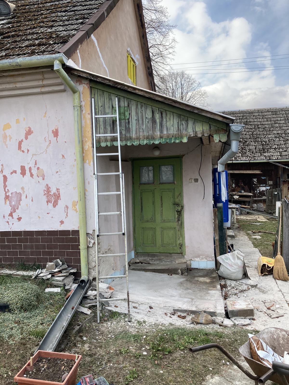 Dom - stena s oknom vybúraná...   makačka riadna, ale tak nechala som synov nech si vybijú energiu ;)