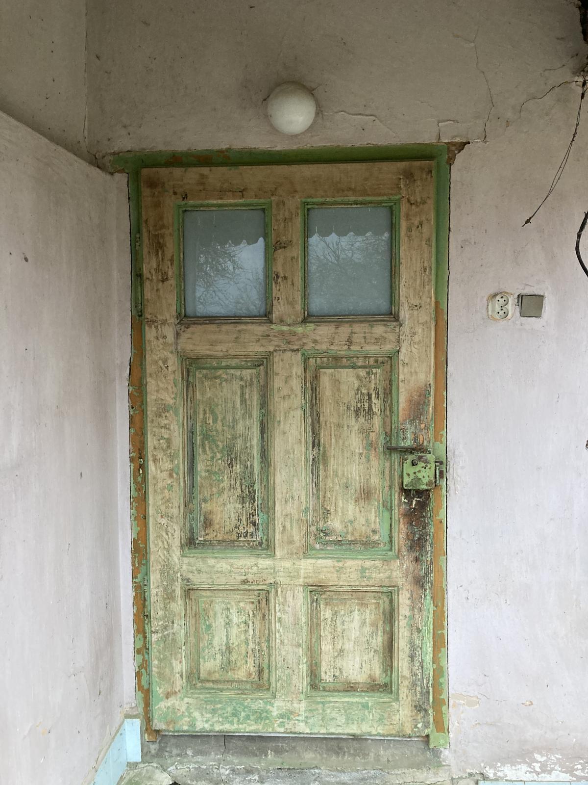 Dom - opálená farba, obrúsené