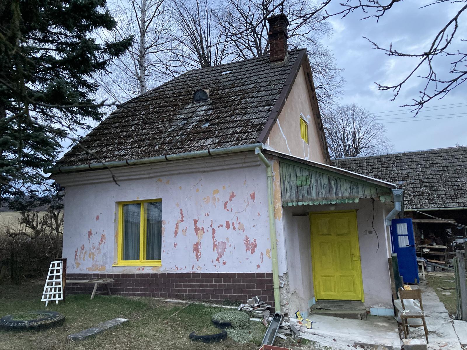 Dom - je to úplne iný pohľad ;) ešte to drevo hore na žlto a jasno červenú strechu a paráda ;)