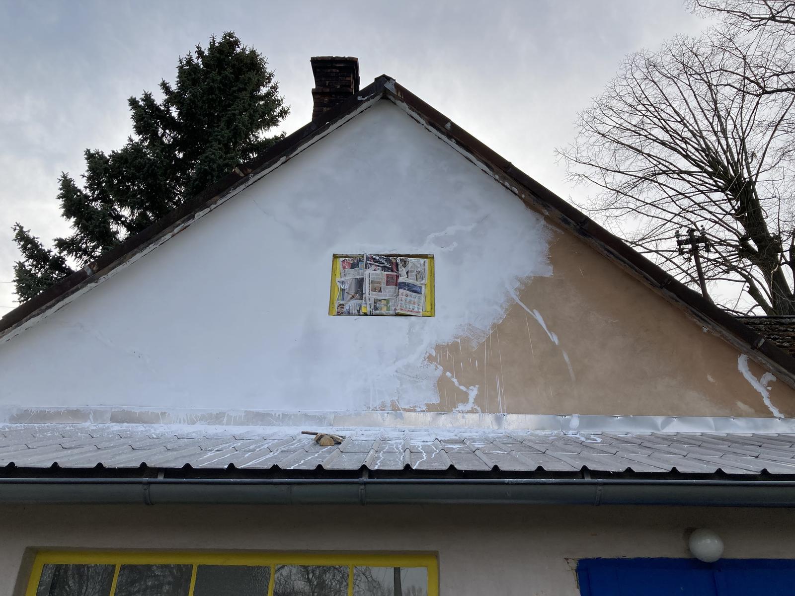 Dom - ...začala som maľovať štít....