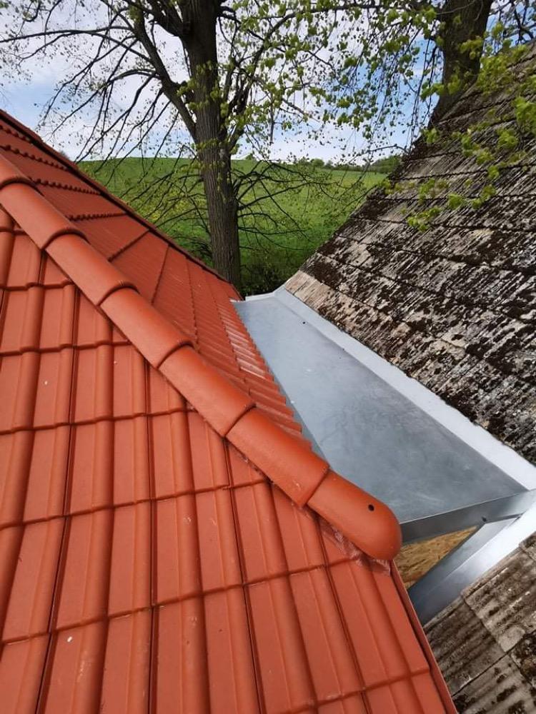 Perníková chalúpka - a mám pochôdznu strechu medzi strechami 😍 už sa mi bude skvelo čistiť žľab od lístia, teším sa!