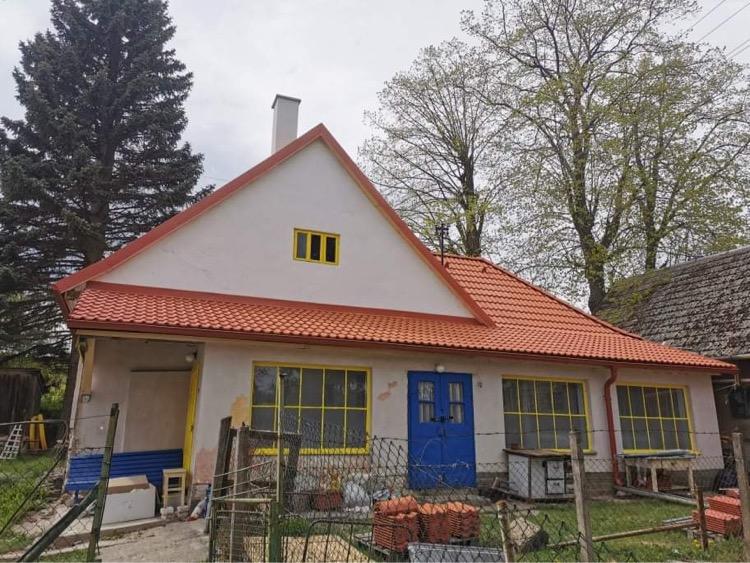 Perníková chalúpka - strecha hotovo ❤️   a strešné okno časom, keď príde 🤷🏼♀️