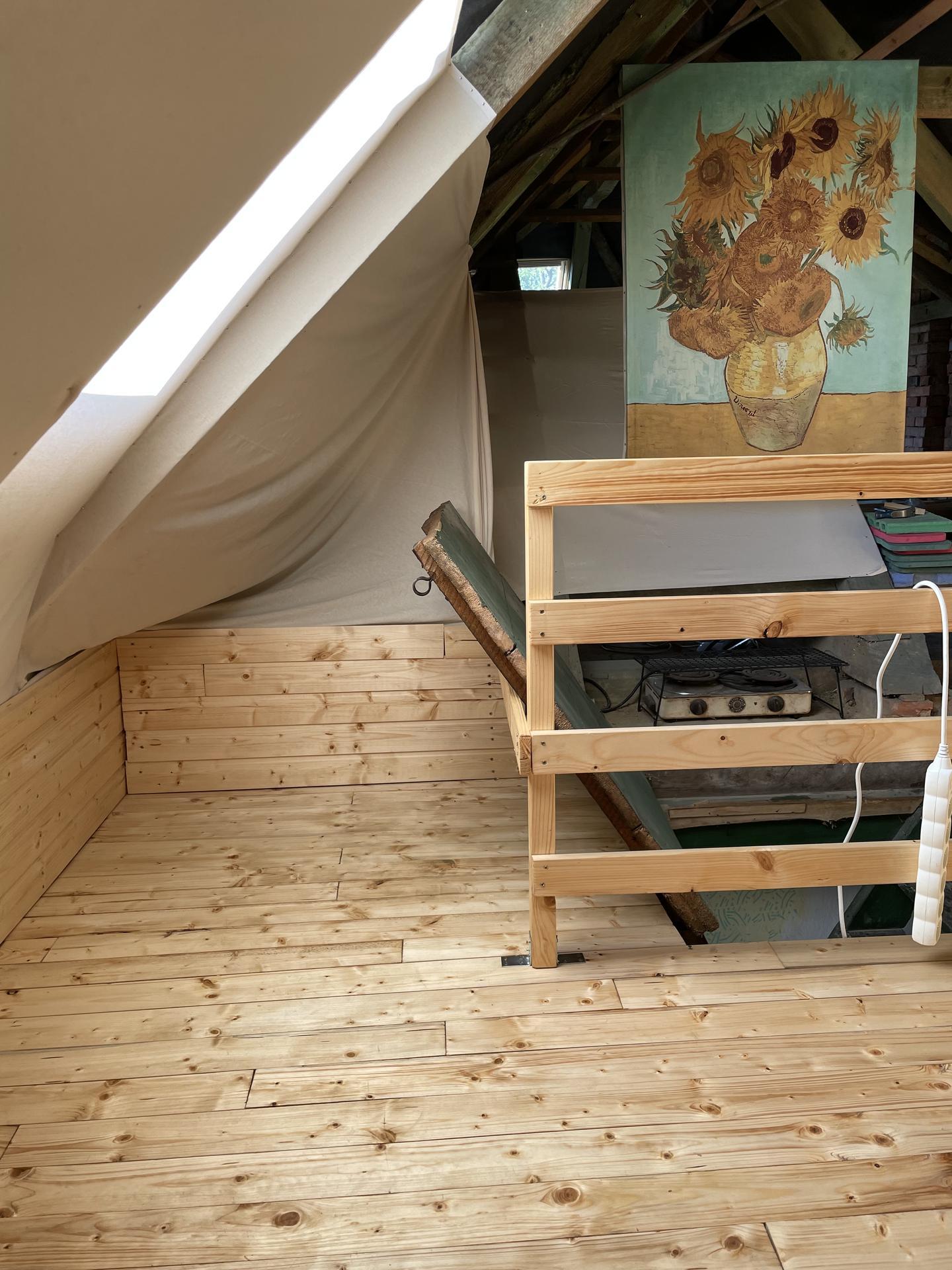 Perníková chalúpka - ... a tento kút tu ešte na foto nebol, minule som robila zákryt aj sem, takže už viem kde budem spať ja :)