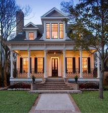 Snívam o malom domčeku s verandou...a o oknách s okenicami...