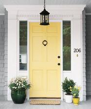 ...o žltých vchodových dverách...