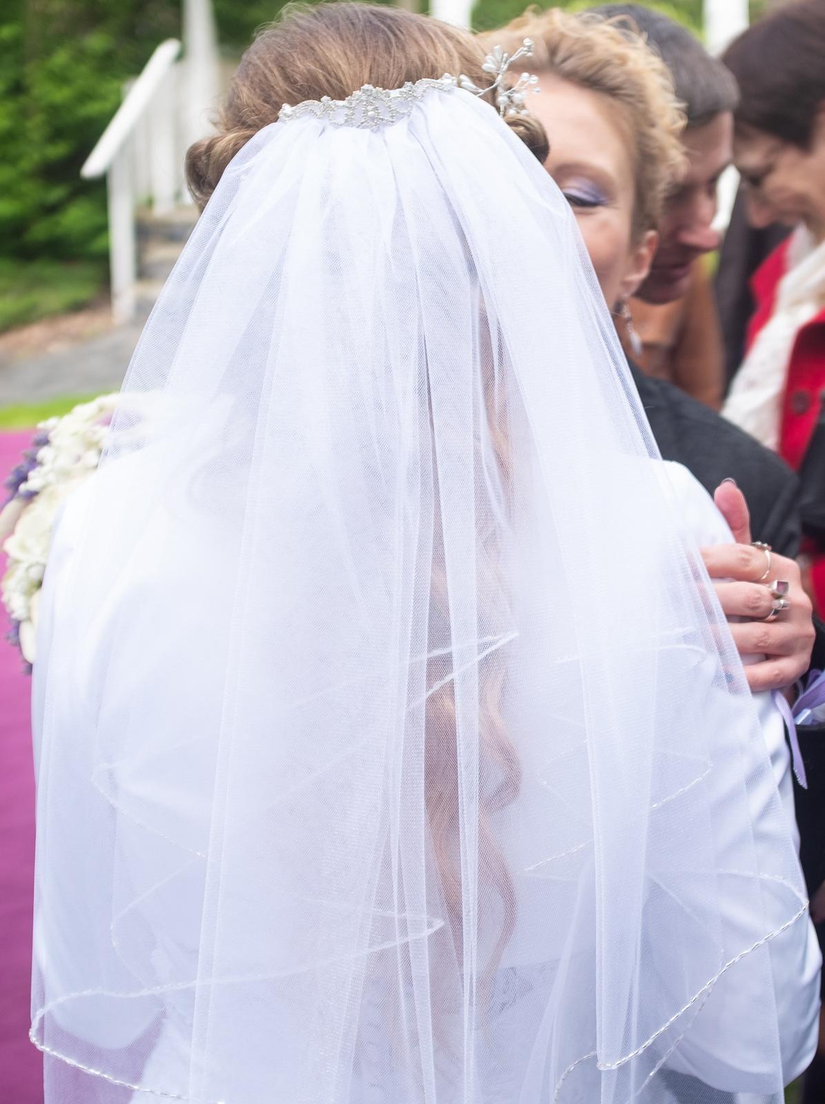 Sněhově bílý svatební závoj - Obrázek č. 1