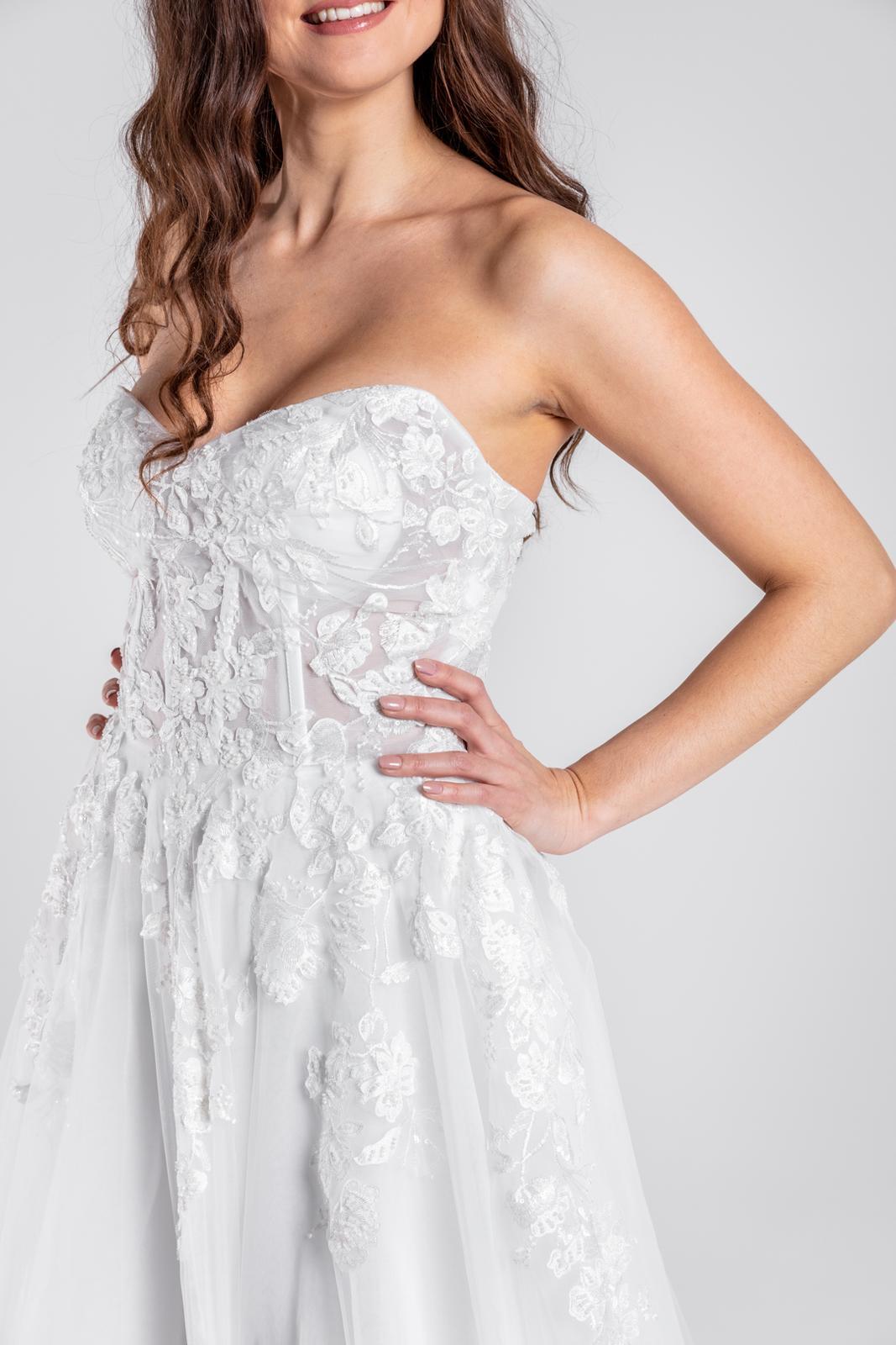 Svatební šaty s 3D krajkou na šněrování, vel 32-42 - Obrázek č. 1