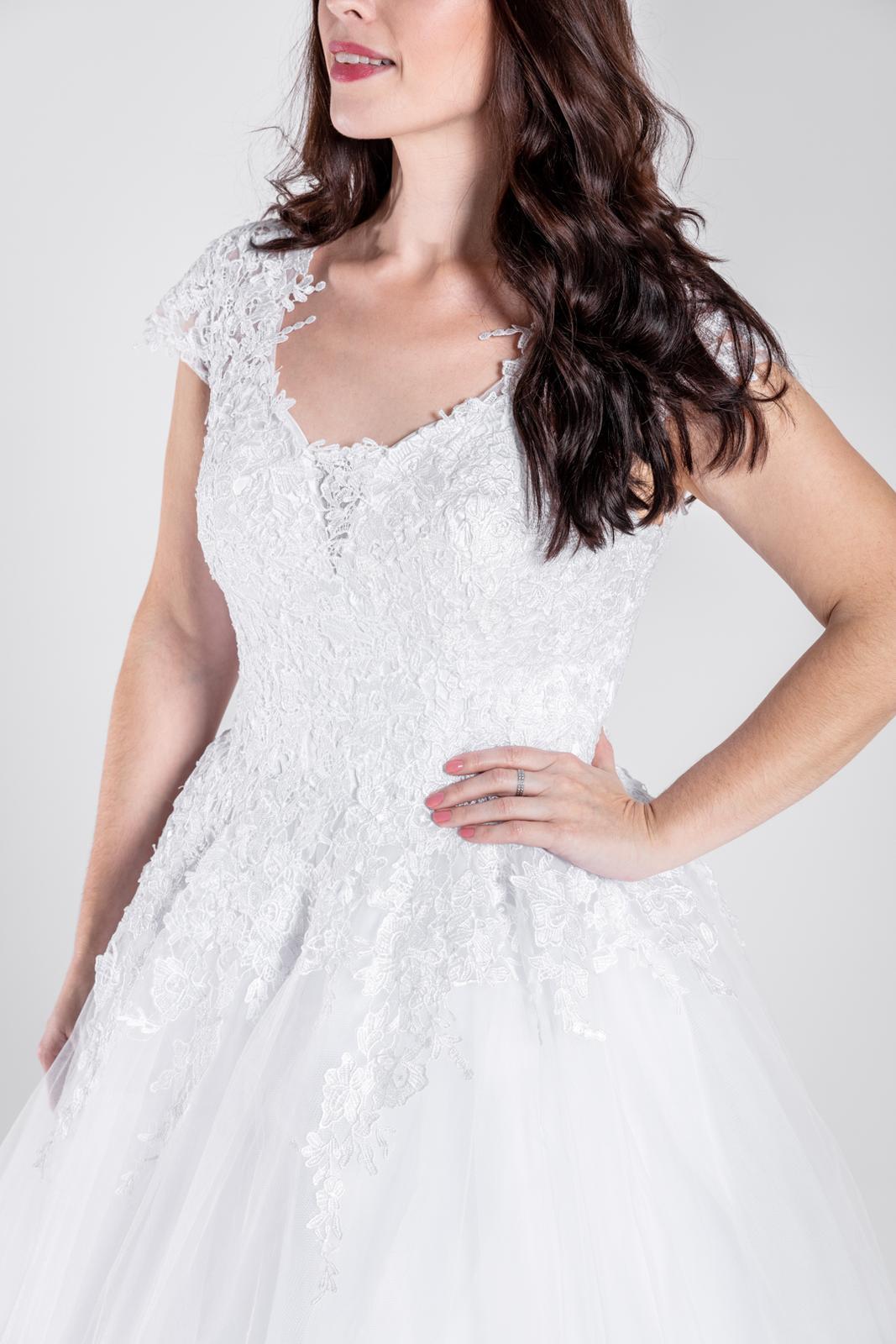 Svatební šaty, vel 40-46 - Obrázek č. 1