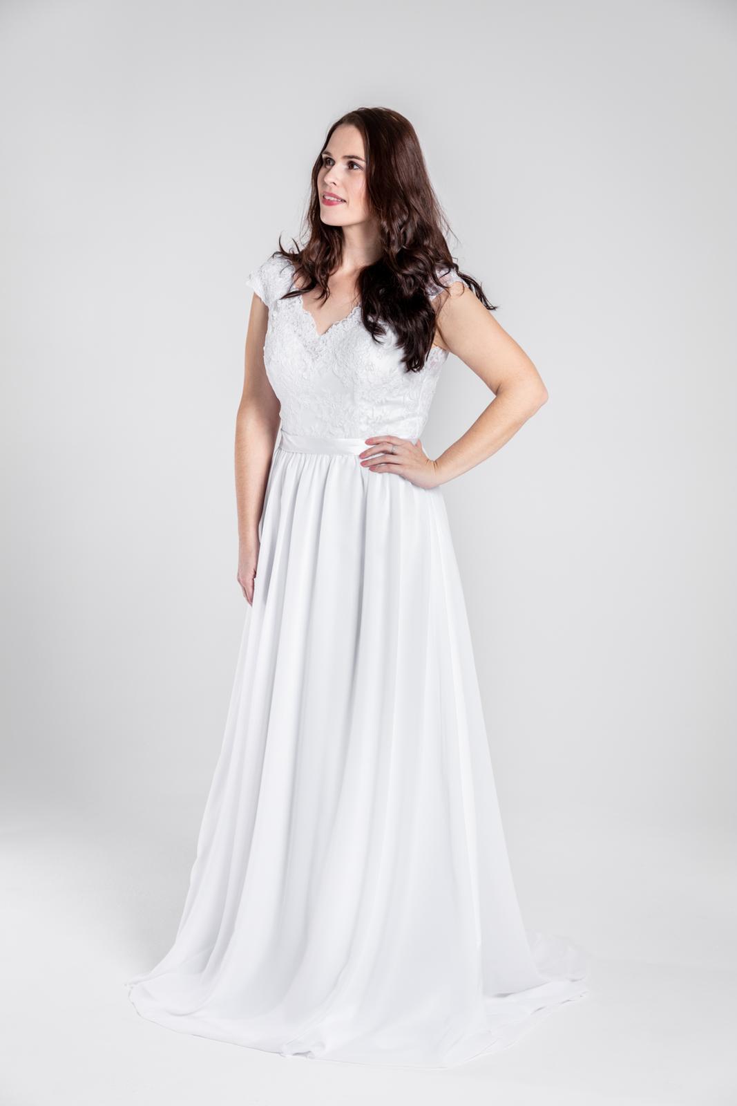 Jednoduché splývavé svatební šaty, 38-44 - Obrázek č. 1